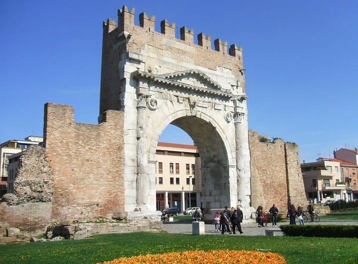 Триумальная арка в Римини